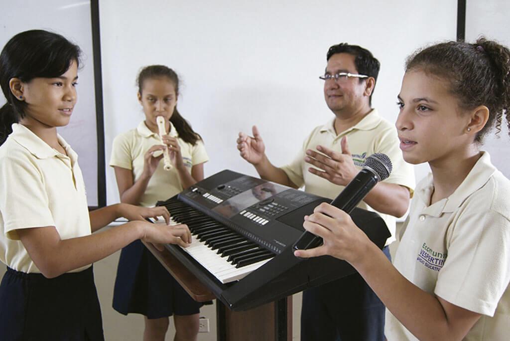 unidad educativa ecomundo vespertino en guayaquil